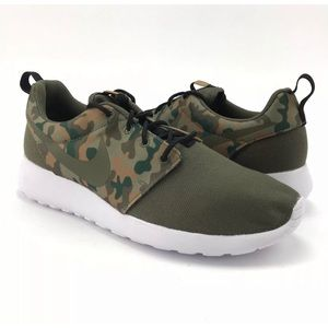 Nike Mens Roshe One SE Medium Olive Camo Shoes